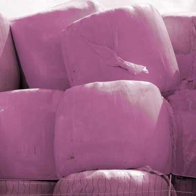 Huh? Hooibalen in 't roze?